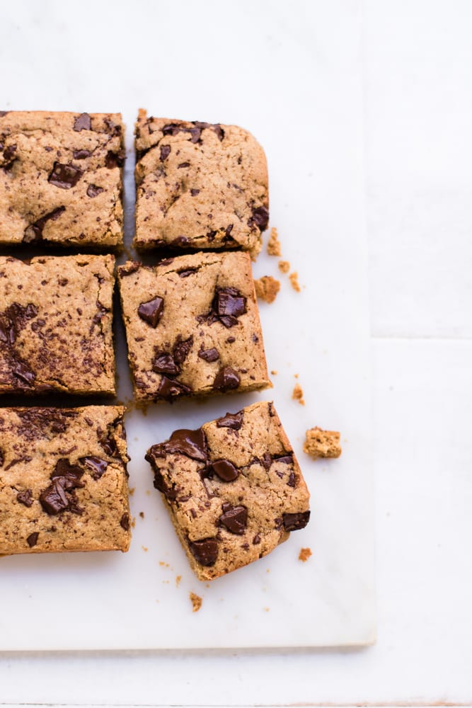 Healthy Chocolate Chip Cookie Bars (gluten-free & refined sugar-free)!