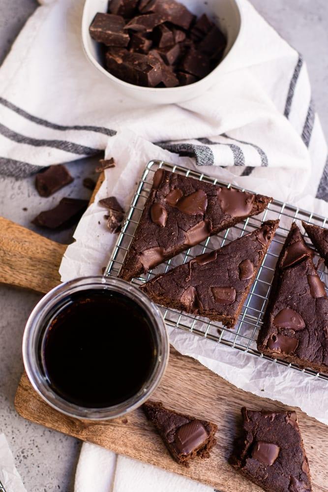 Healthy Cold Brew Chocolate Chunk Brownies (gf/vegan)