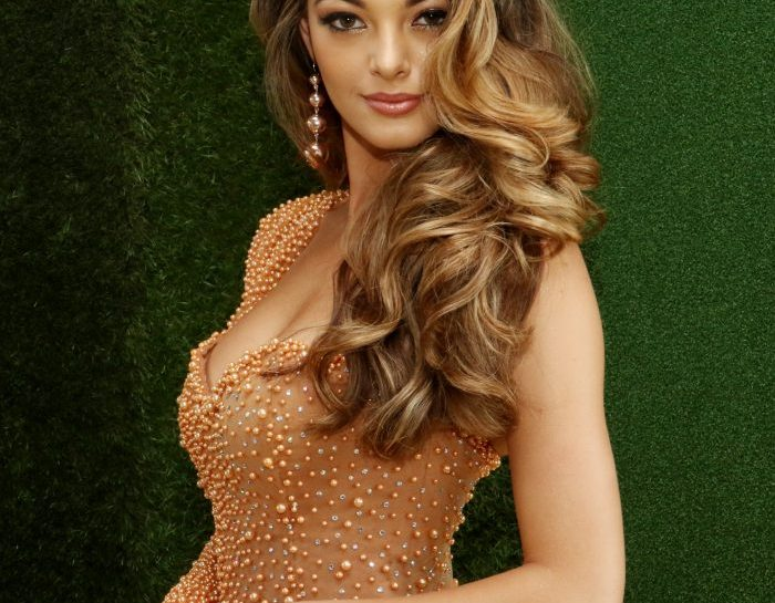 Miss South Africa Demi-Leigh Nel-Peters takes coveted Miss Universe 2017 title!