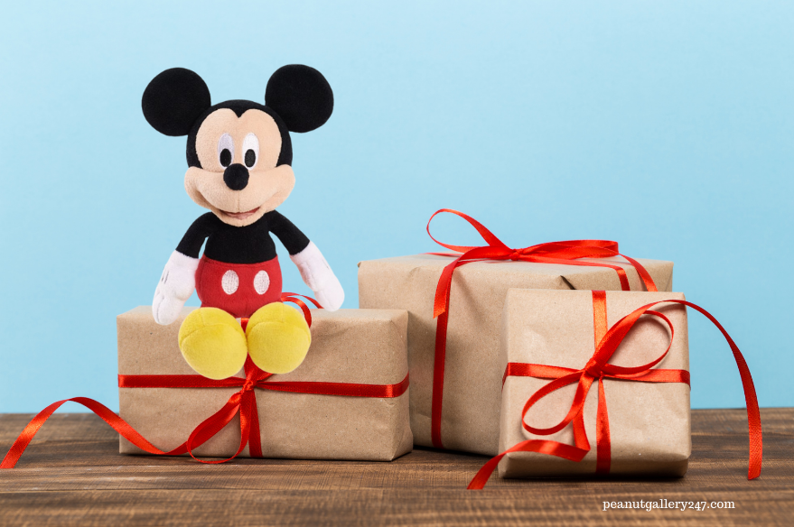 #FromOurFamilyToYours – Win – Festive With Disney
