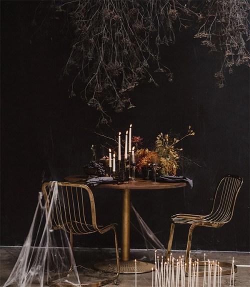 spooky halloween dinner decor