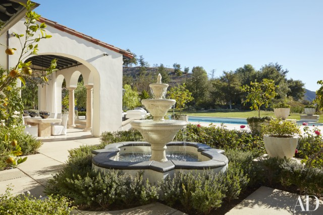 khloe-kardashian-home-house-inside-decpratio-architectural-digest-3-640x427