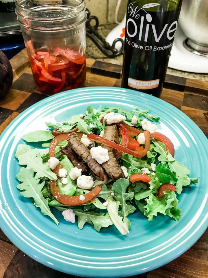 arugula and goat cheese salad with balsamic red onions