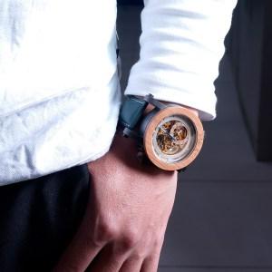 Ceas din lemn mecanic