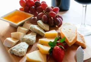 cheese-plate-with-fruit--3