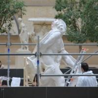 Au Louvre, une spectaculaire opération de moulage du Milon de Crotone