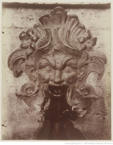 Eugène Atget, Détail - Fontaine Childebert 1720 - Square Monge, 1901, Gallica/BnF