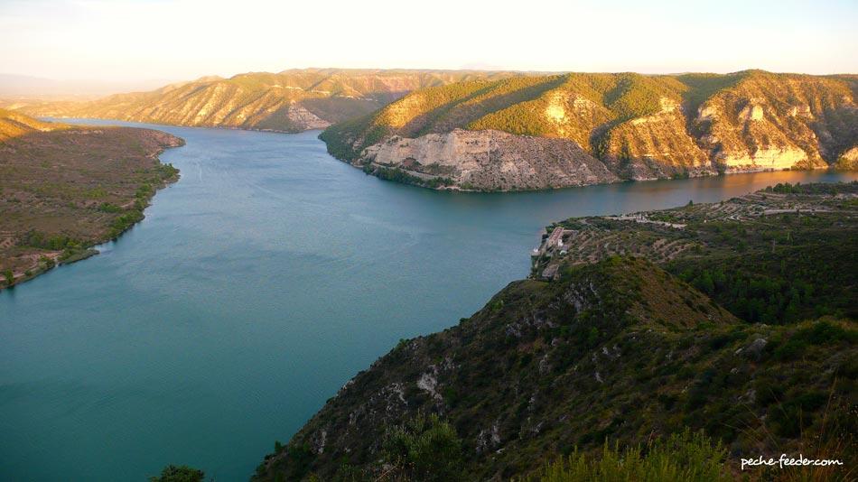 LEbre Au Lac De Mequinenza Et De Riba Roja Pche En Espagne