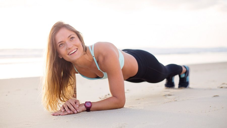 Faire du sport à la maison sans matériel et avec le sourire !