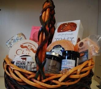 Ottawa Valley Gift Basket Everybody Loves Cheeses