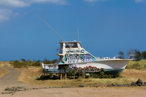 An abandoned boat along the Amador Causeway