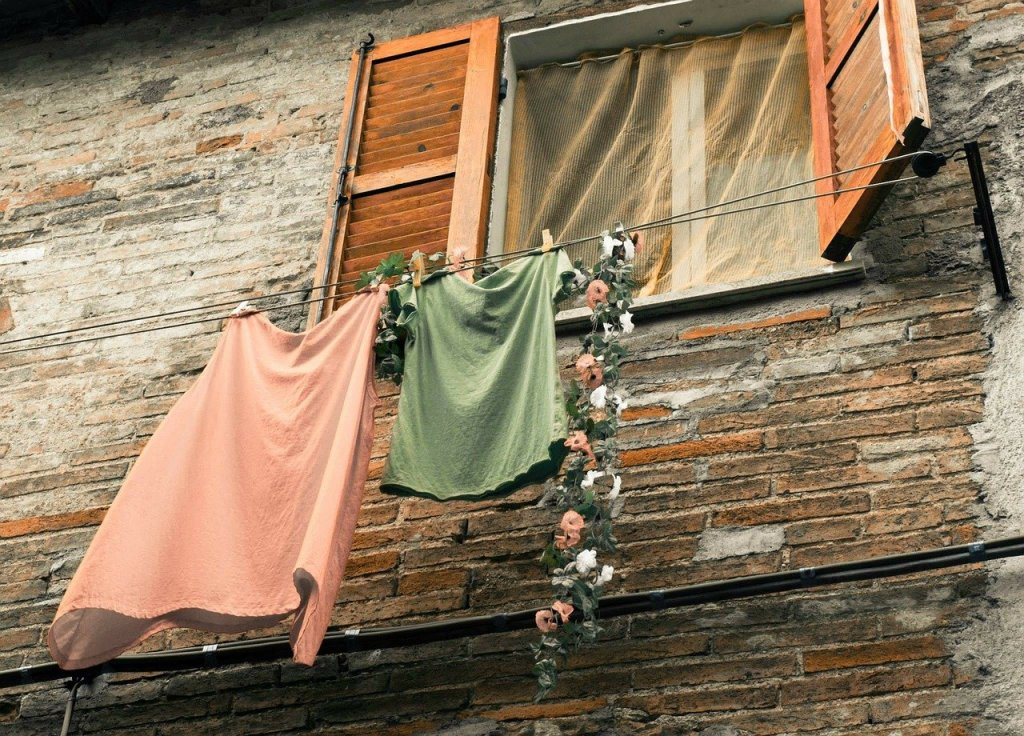 clothes line, window, fortress-229923.jpg