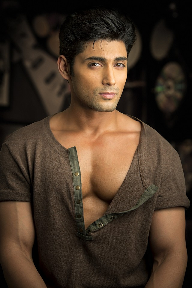 Ruslan Mumtaz cleavage and sexy face Henley