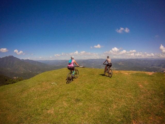 Moça, você está perfeita para começar (ou voltar) a pedalar.