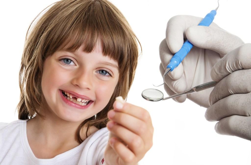 ¿Cuándo deben caerse los dientes de leche?