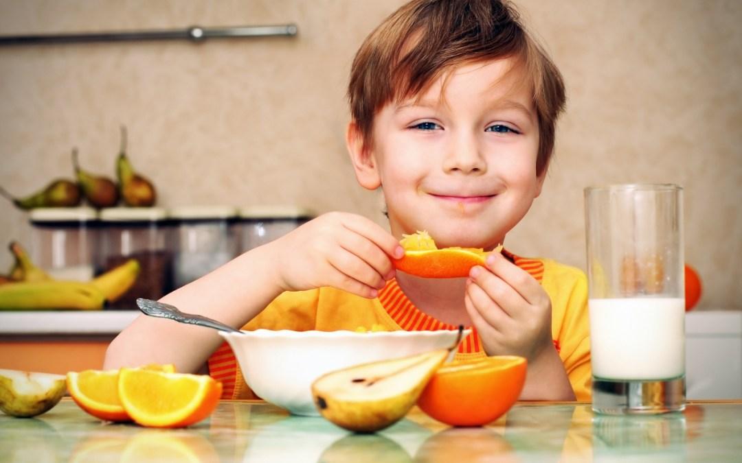 Alimentos que ayudan a prevenir la caries en tus pequeños