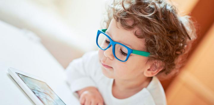 ¿Cuándo debe usar lentes un niño?