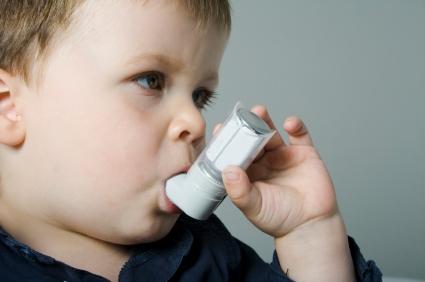 Resultado de imagem para foto asma na criança