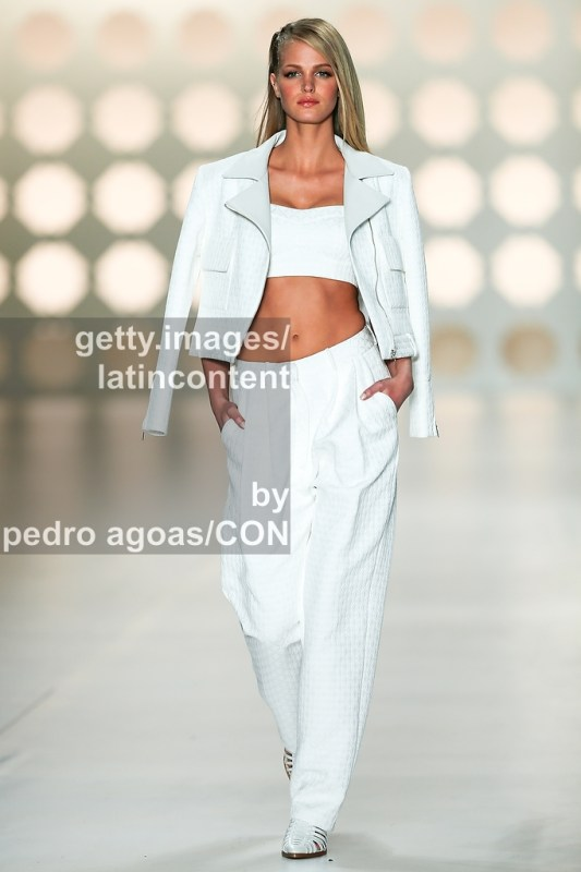 SAO PAULO, BRAZIL - MARCH 21: Erin Heatherton walking down the runway showing a design by Colcci during São Paulo Fashion Week (SPFW) Summer 2013/2014 on March 21, 2013 in São Paulo, Brazil. (Photo by Pedro Agoas/LatinContent/Getty Images)