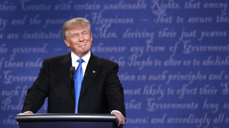 Trump ya tiene sus muestras del muro para la frontera con México