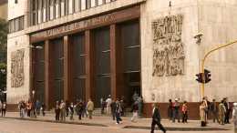 Lo último Banco Central de Colombia baja intereses para cuidarse de la inflación - Lo último: Banco Central de Colombia baja intereses para cuidarse de la inflación
