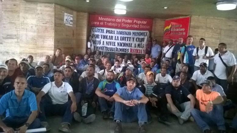 Trabajadores de Polar exigen reenganche - Trabajadores de Polar exigen reenganche