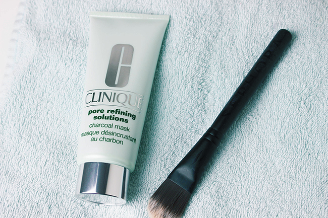 Masque-desincrustant- Charbon-clinique-1