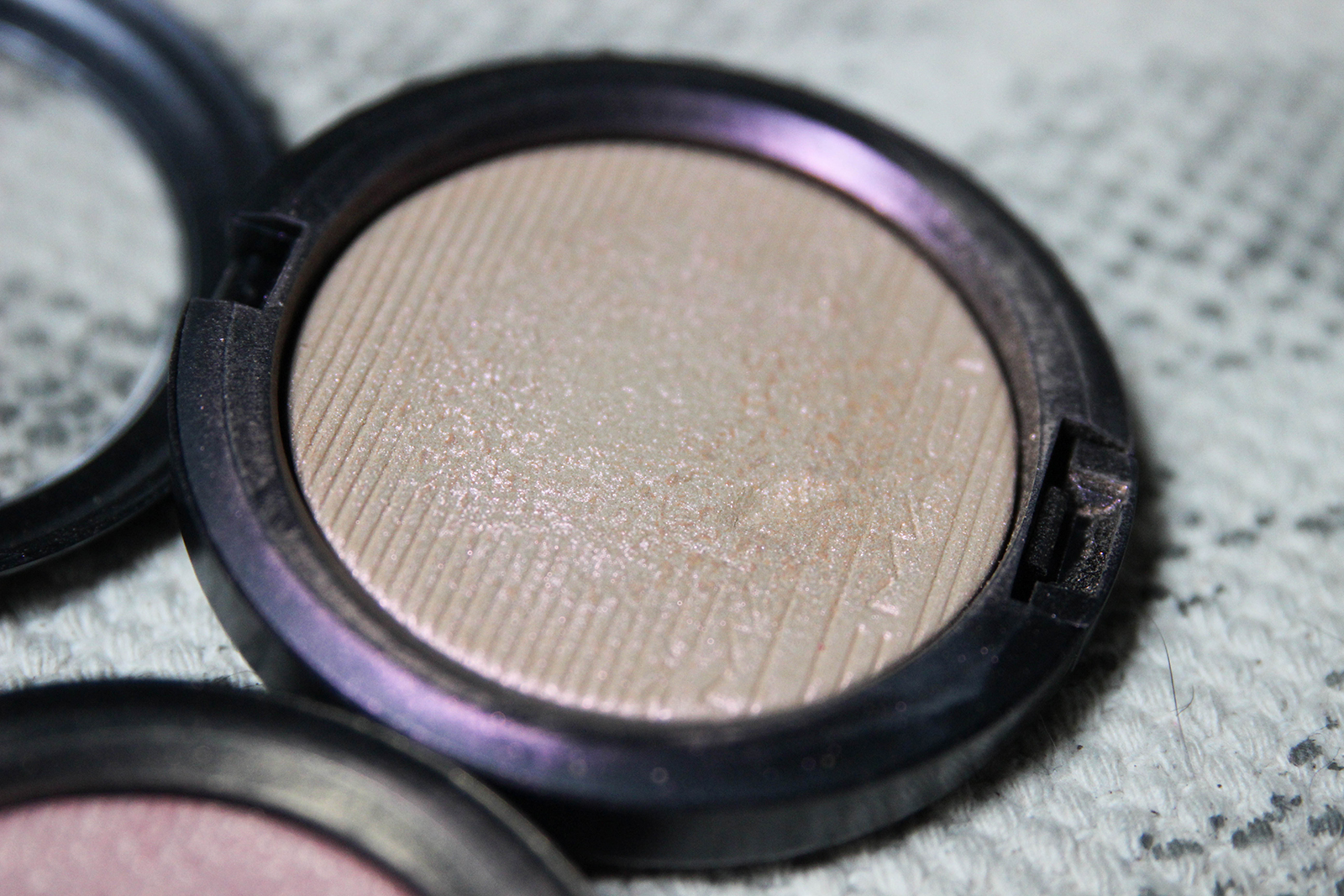 highlighters Skinfinish_Extra Dimension_MACcosmetics-4
