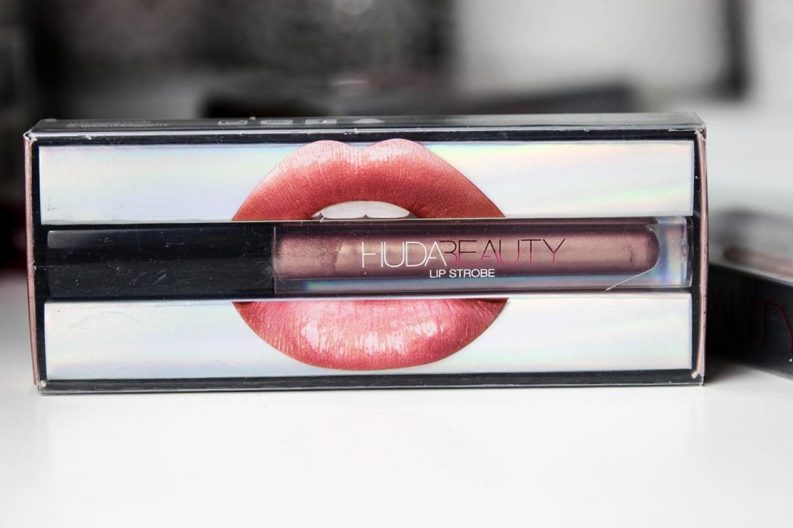 huda-beauty-strobe-Gloss metallique-7