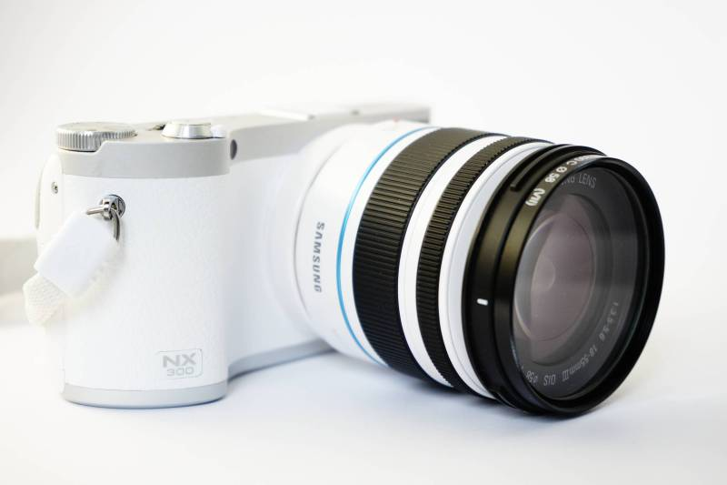 Mirrorless VS DSLR Cameras - Pros and Cons On The Best Camera For You 2