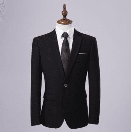 Elegante traje clásico para hombre