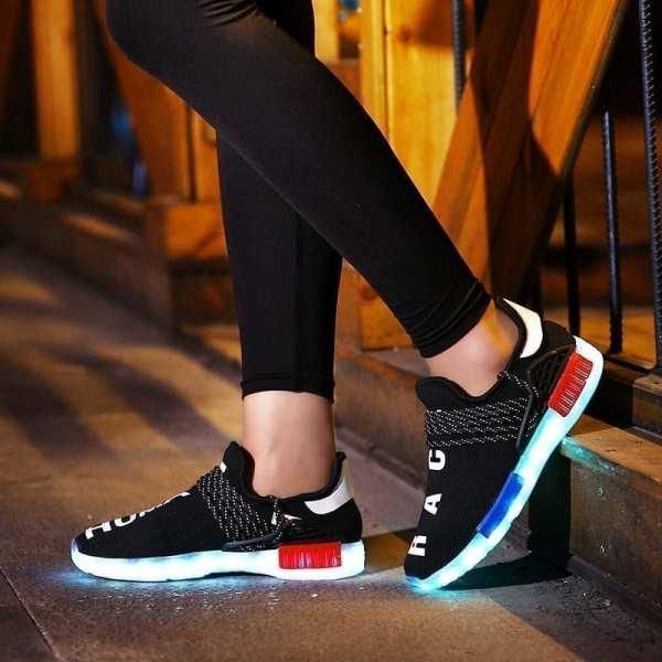 Zapatos de zapatillas de diseño brillante para hombre