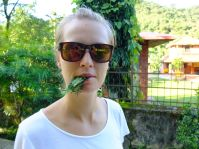 Don't try this at home : eating leafs (very good soar throat - apparently)