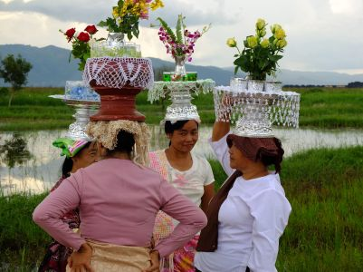 Processions in Inlay Lake