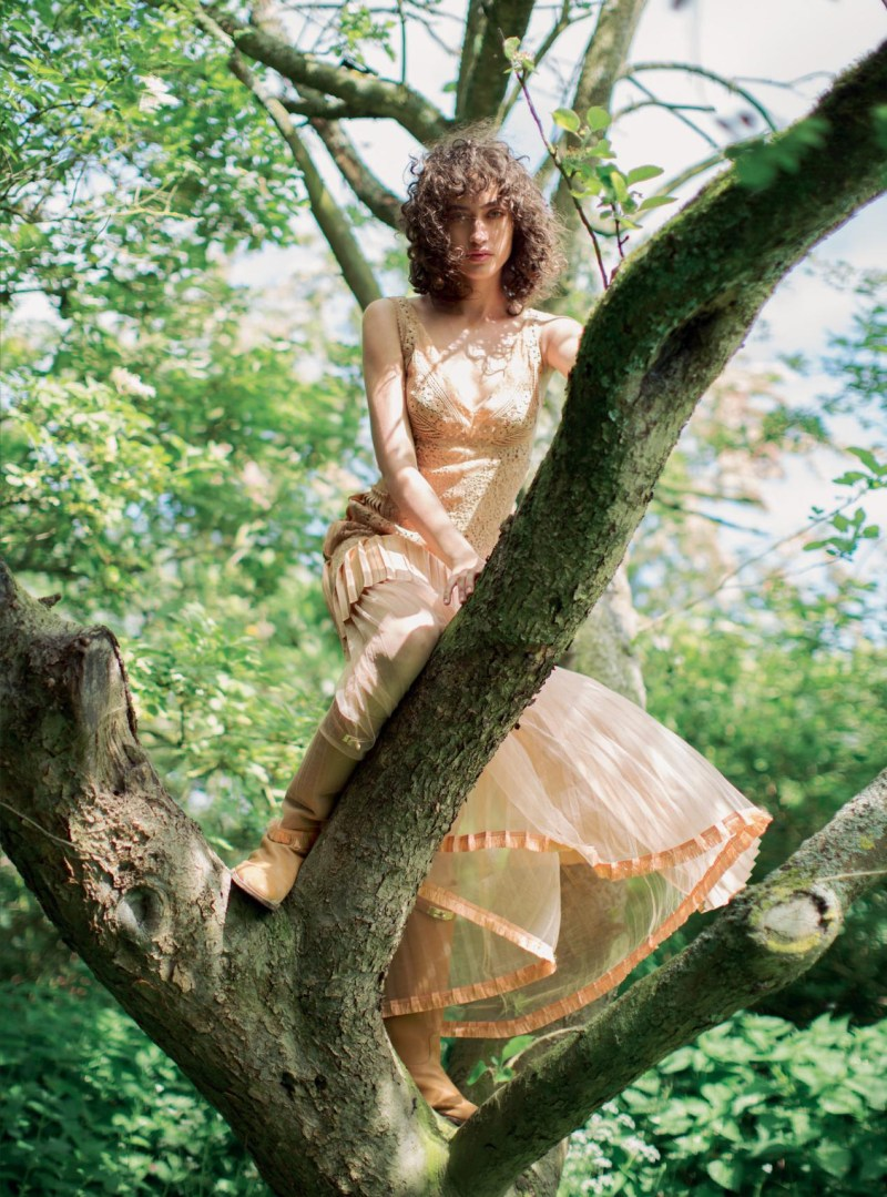 www.pegasebuzz.com | Alanna Arrington by Alexandra Sophie for Harper's Bazaar UK, october 2016