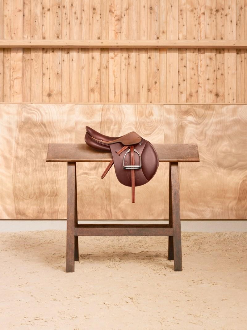 www.pegasebuzz.com   Equestrian photography : Maud Remy-Lonvis - Le Monde d'Hermès, allegro saddle.