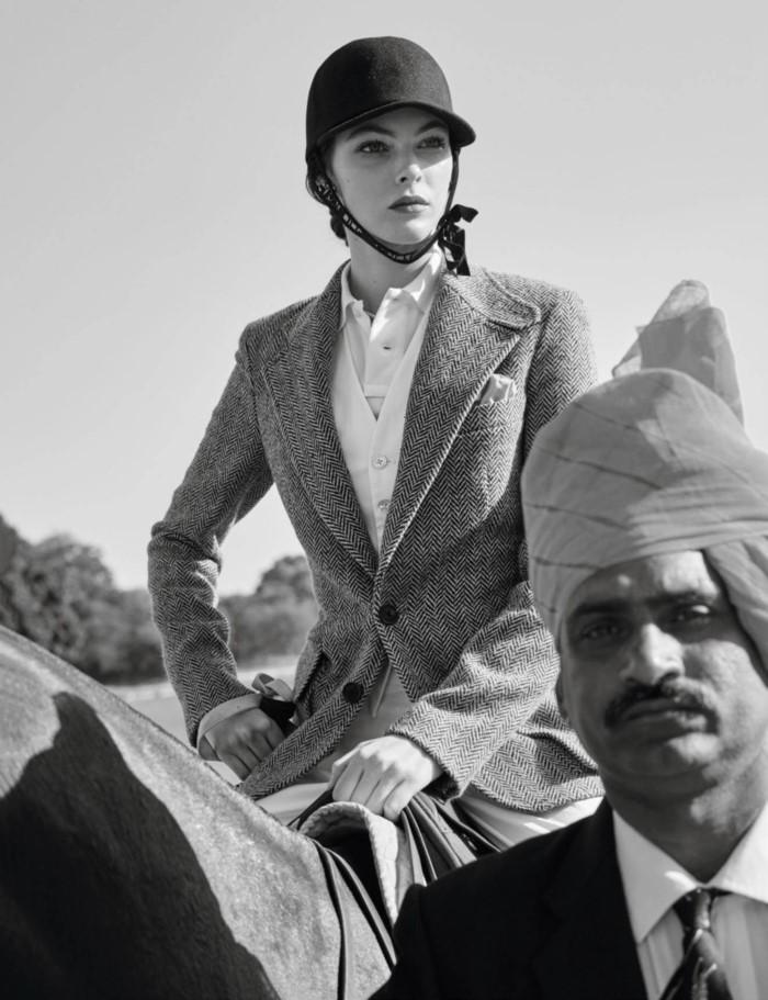 www.pegasebuzz.com | Vittoria Ceretti by Mario Testino for Vogue Paris, May 2017