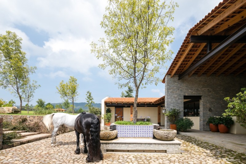 www.pegasebuzz.com | Dream barn : La Stella Ranch by AE Arquitectos.