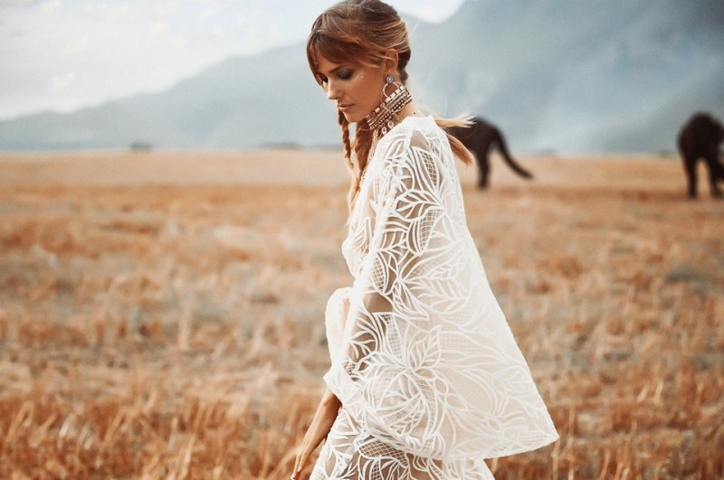 www.pegasebuzz.com | Vagabond Bridal : Genesis Collection 2018 and Friesian horses.