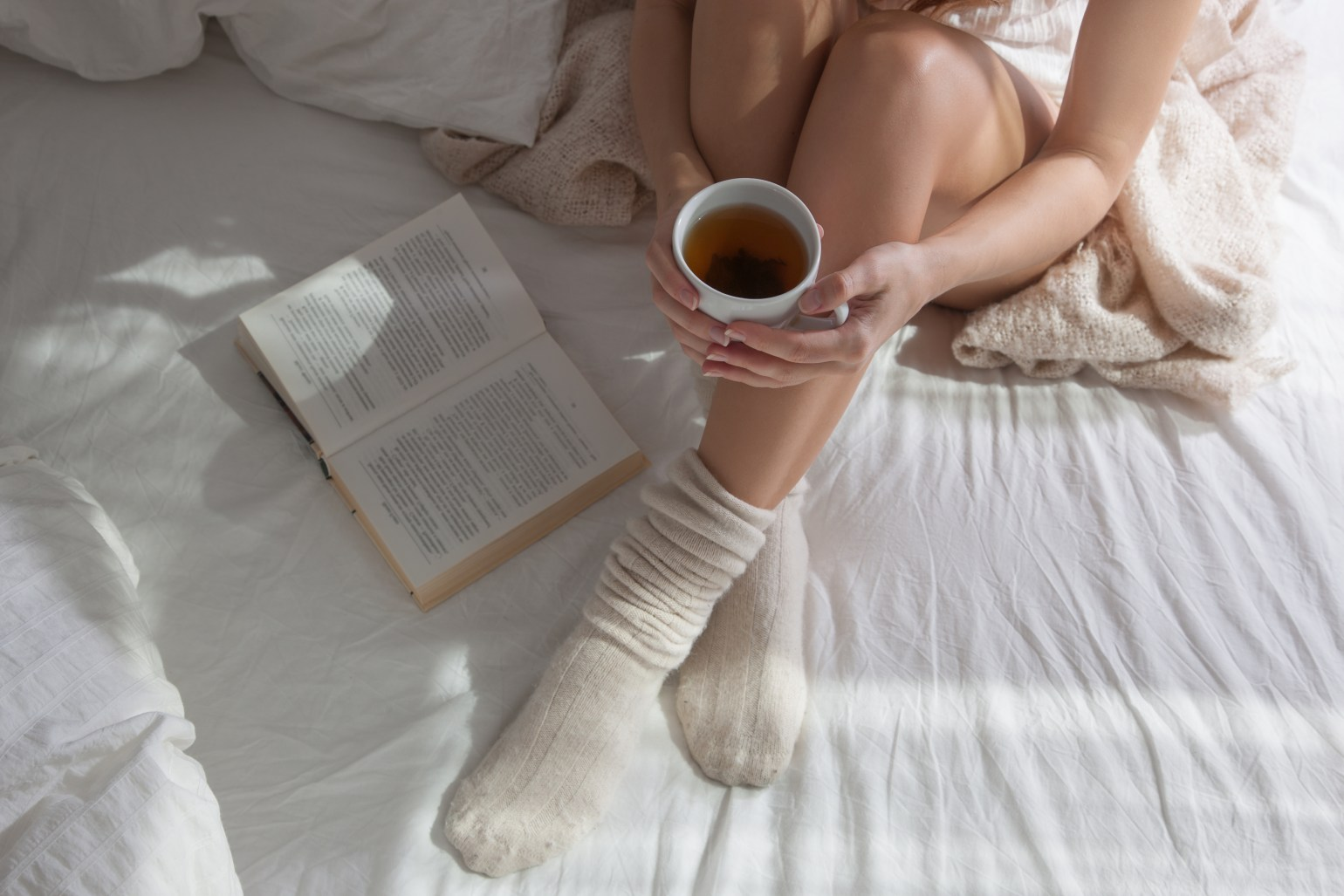 Girl with Tea on Bed_329565530.jpg