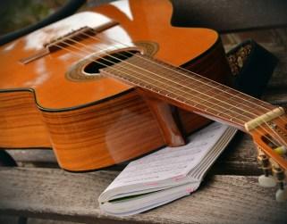 guitar-1583851_1920