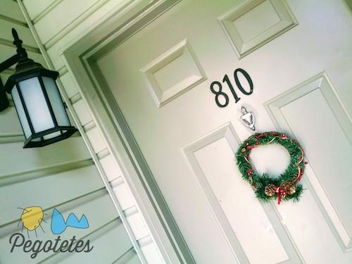 Números en la puerta de nuestro primer apartamento en EEUU