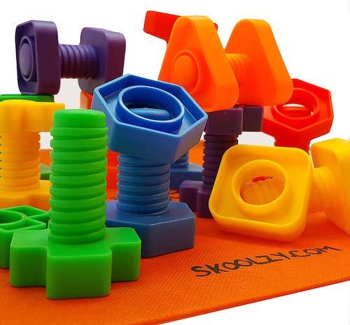 Set de tuercas y tornillos de plástico de Skoolzy