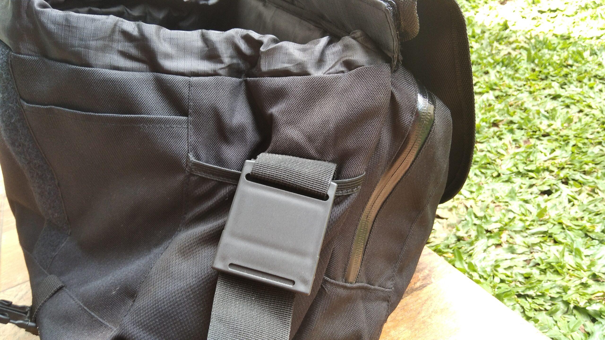 Bagian samping tas