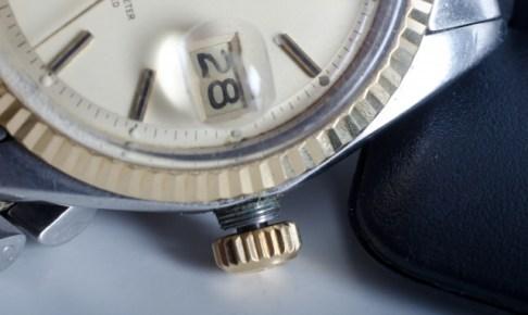機械式腕時計の横向き画像