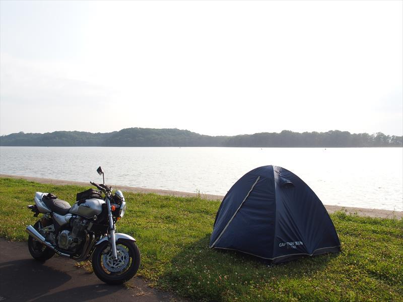呼人浦キャンプ場とバイク