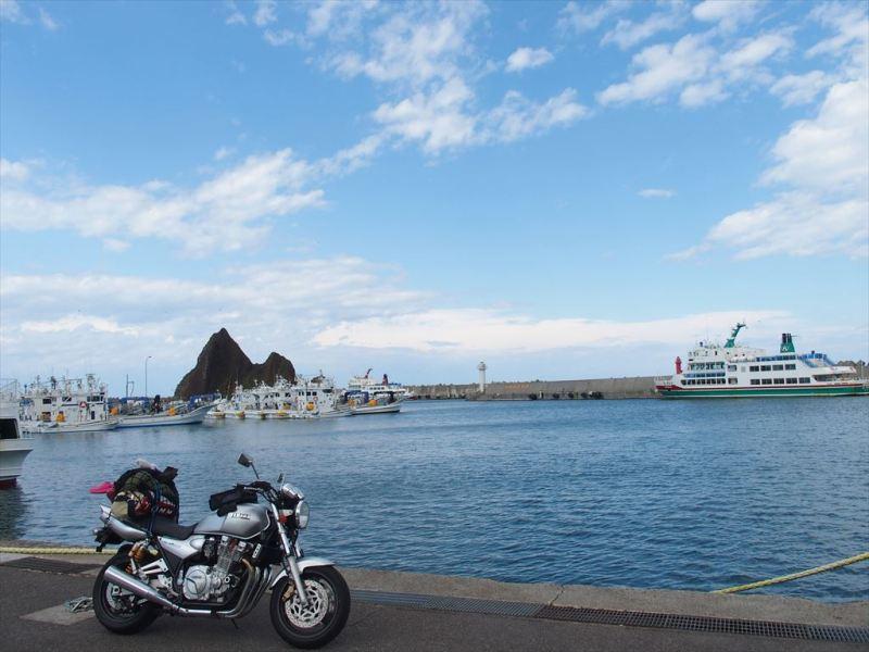 羅臼港(海)とバイク