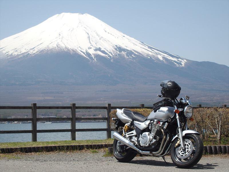 晴天の富士山と山中湖(長池親水公園)