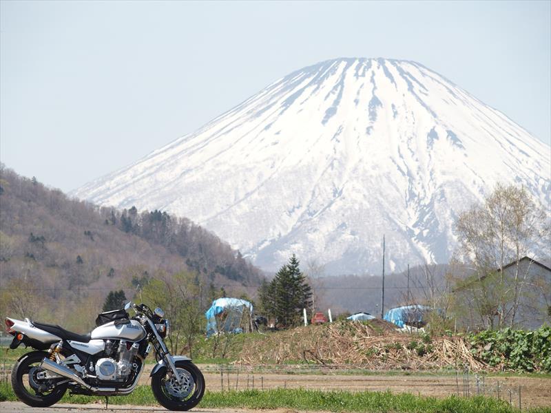 羊蹄山とバイク