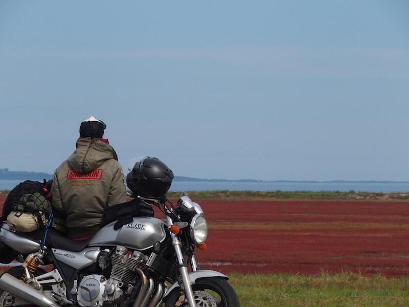 バイクで一人旅のイメージ